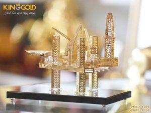 Quà tặng Sếp ngành dầu khí- mô hình giàn khoan dầu mạ vàng
