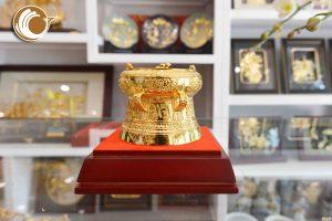 Quà tặng trống đồng mạ vàng đường kính 7cm- trống đồng mạ vàng