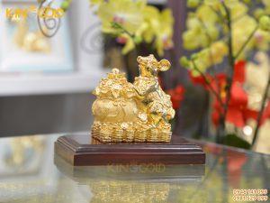 Tượng chuột ôm bao tiền mạ vàng đẹp tinh xảo