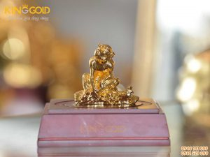 Tượng khỉ phong thủy bằng đồng mạ vàng 24k