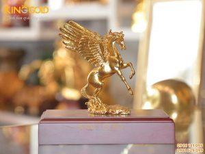 Tượng ngựa có cánh bằng đồng mạ vàng đẹp tinh xảo