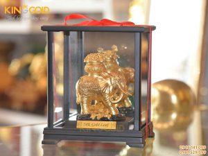 Tượng Voi Mạ Vàng Trong Hộp Kính Sang Trọng