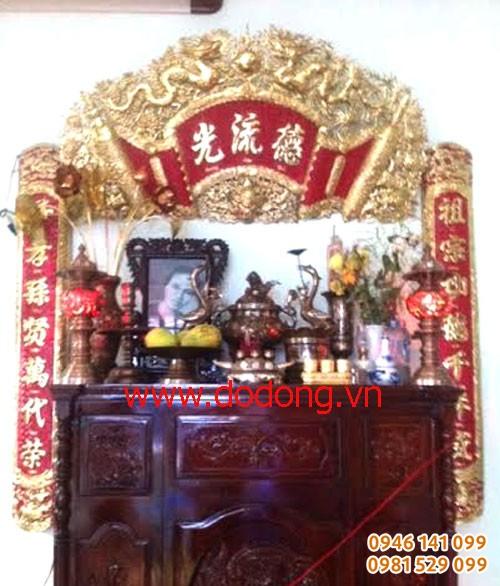 Cách treo buộn cuốn thư câu đối đồng vàng sơn đỏ 1,35m bày bàn thờ gia tiên