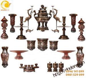Cách bày bộ đồ thờ đồng chạm khảm tam khí trên bàn thờ