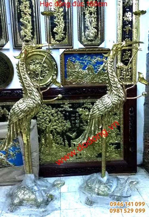 đôi hạc bày đền thờ