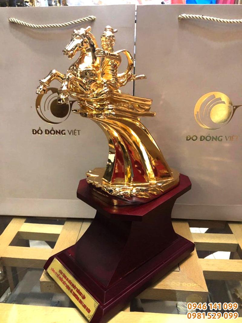 Quà kỷ niệm 20 năm thành lập Cty XD Lam Sơn