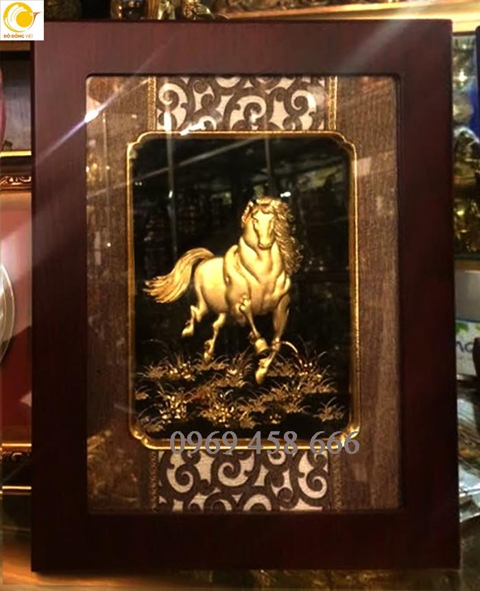 Tranh linh vật: gà, ngựa, dê, trâu, phượng hoàng, bò tót vàng lá