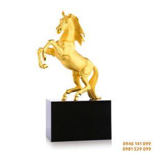 20 dáng ngựa đẹp đúc đồng mạ vàng